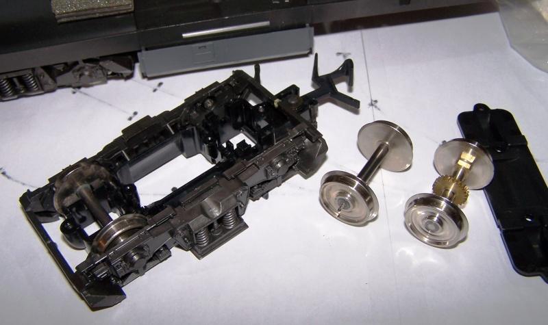 Essai de montage d'un 2ème moteur sur la BR216 Rivarossi Br216_11