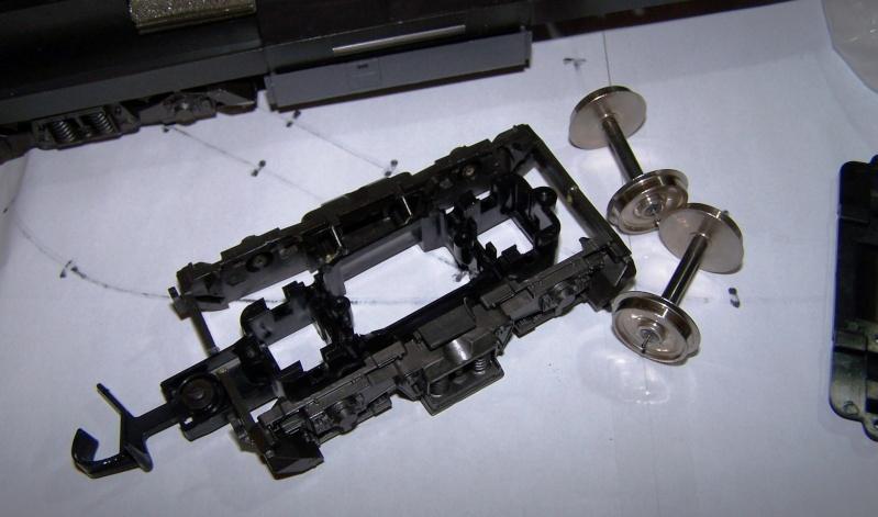 Essai de montage d'un 2ème moteur sur la BR216 Rivarossi Br216_12