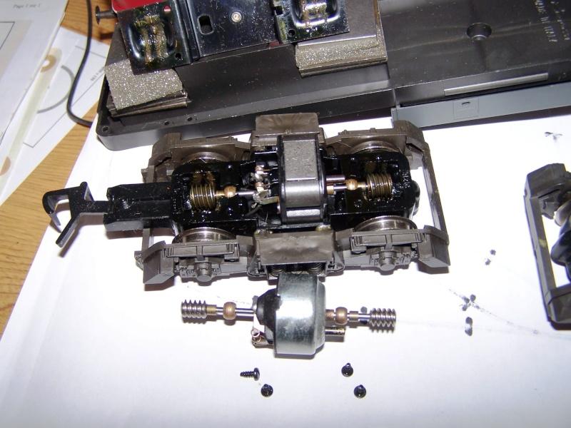 Essai de montage d'un 2ème moteur sur la BR216 Rivarossi Br216_18