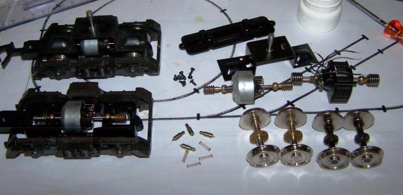 Essai de montage d'un 2ème moteur sur la BR216 Rivarossi Br216_19