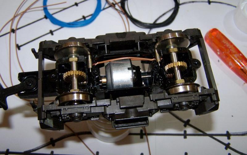Essai de montage d'un 2ème moteur sur la BR216 Rivarossi Br216_21