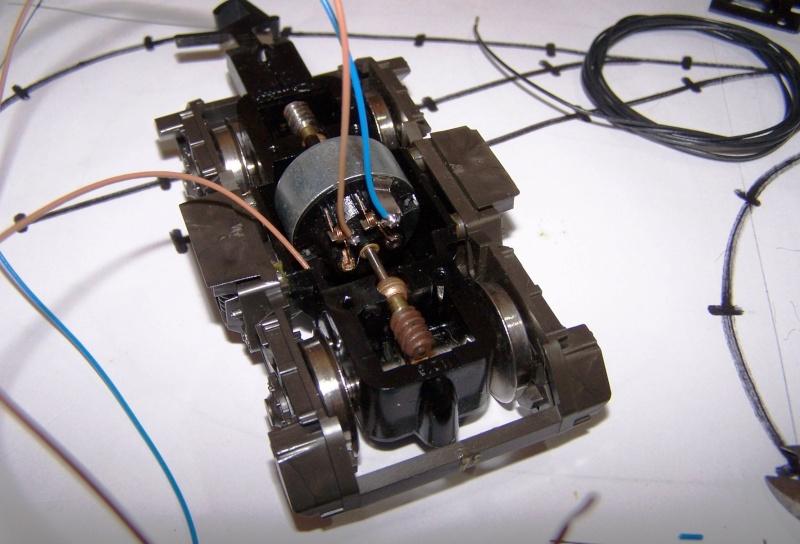 Essai de montage d'un 2ème moteur sur la BR216 Rivarossi Br216_22