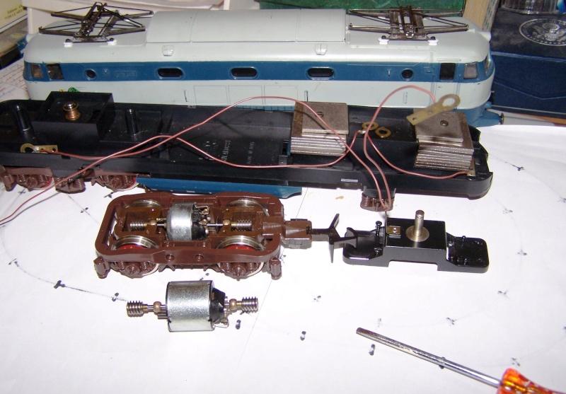 Essai de montage d'un 2ème moteur sur la BR216 Rivarossi E444_n10