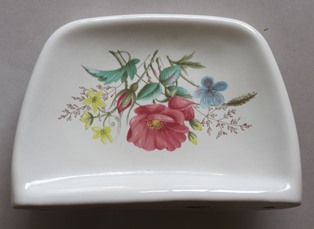 Are these  two soap dishes Crown Lynn?  One is the Crown Lynn shape 1450 Cl_may10