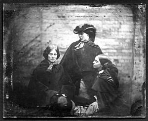 Une photographie des soeurs Brontë ?  Photo_10