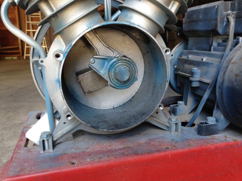 Recherche pièces détachés et info ou trouvé les pièces compresseur ferrua AS 400 Img_0914