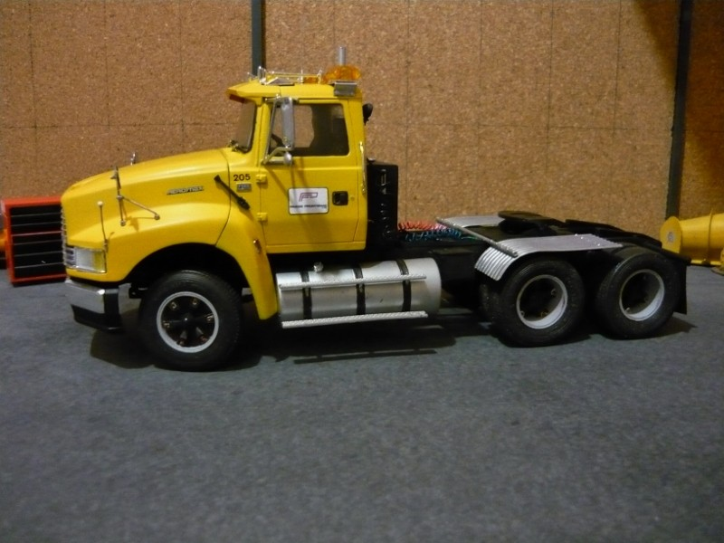 Ford  Aeromax avec fardier 35 tonnes - Page 3 P1130019