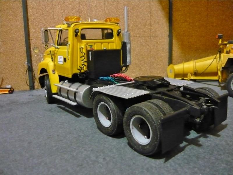 Ford  Aeromax avec fardier 35 tonnes - Page 2 P1130022