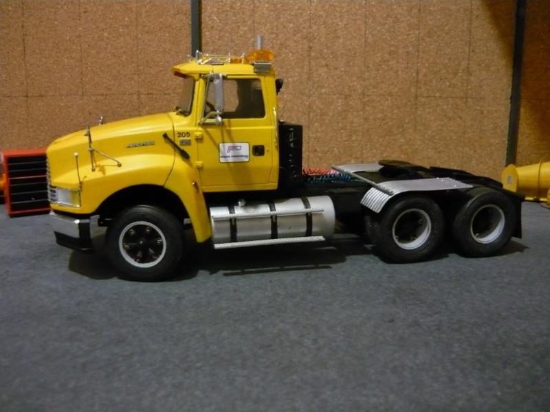 Ford  Aeromax avec fardier 35 tonnes - Page 2 P1130025