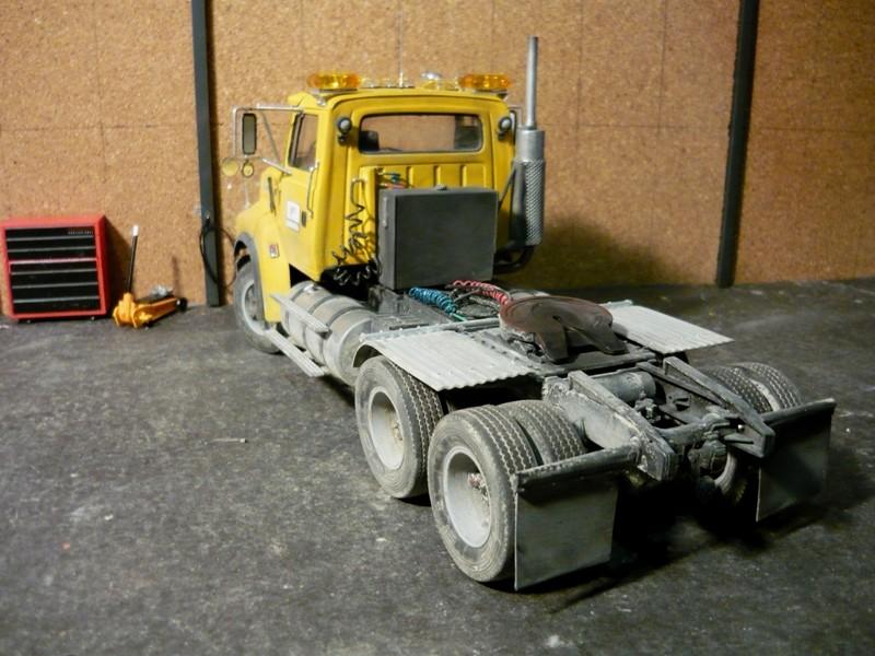 Ford  Aeromax avec fardier 35 tonnes - Page 3 P1130042
