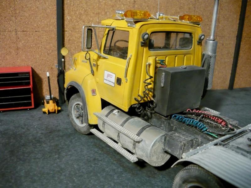 Ford  Aeromax avec fardier 35 tonnes - Page 2 P1130048