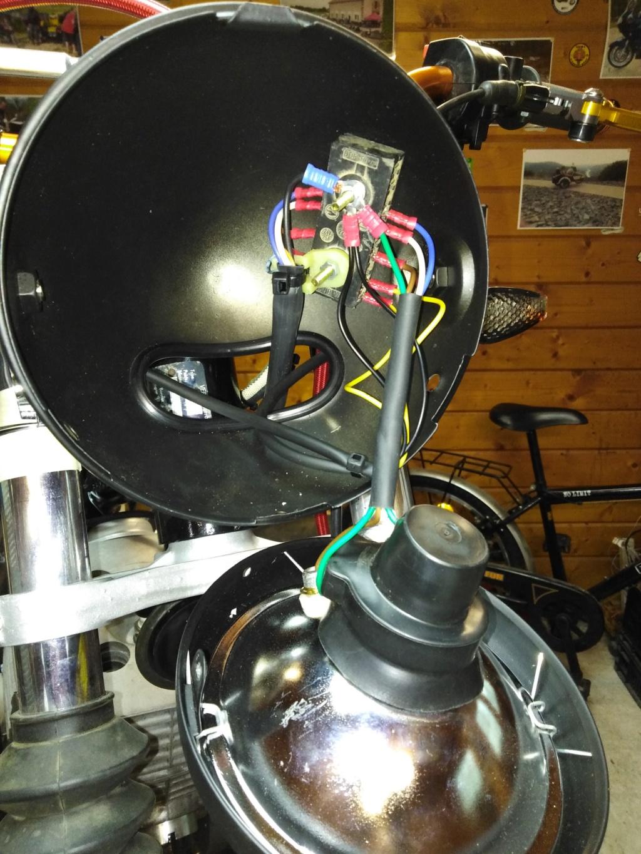 Câblage dans le bol de phare Img_2072