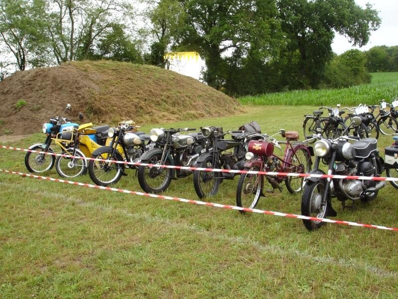 Rassemblement véhicules anciens à la Chaize le Vicomte le 13 juillet 2014 Dsc02816