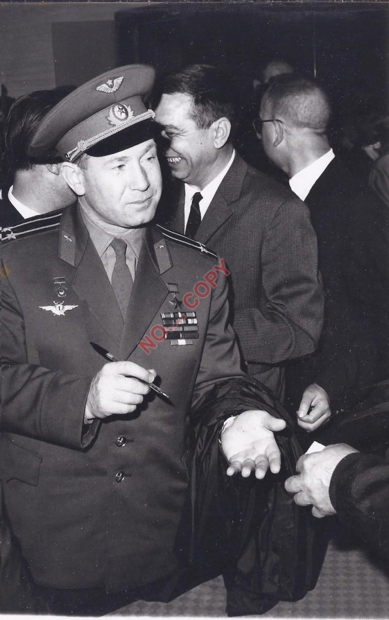 Leonov 1ere sortie dans l'espace A1210