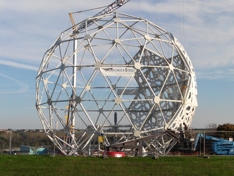 Boule du Futuroscope : démontage, reconstruction, scénographie (2012-2014) - Page 19 Img_2021