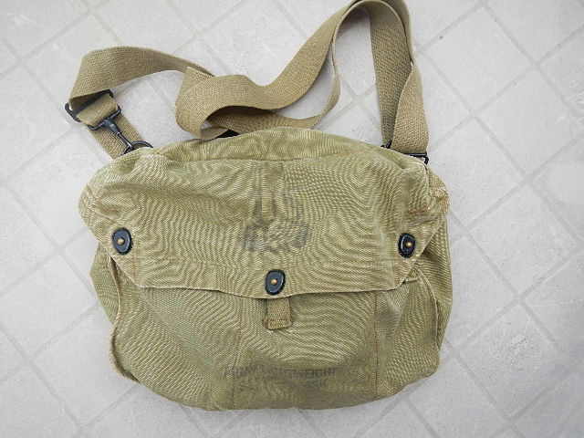 WWII Gas mask bag Old_ba19
