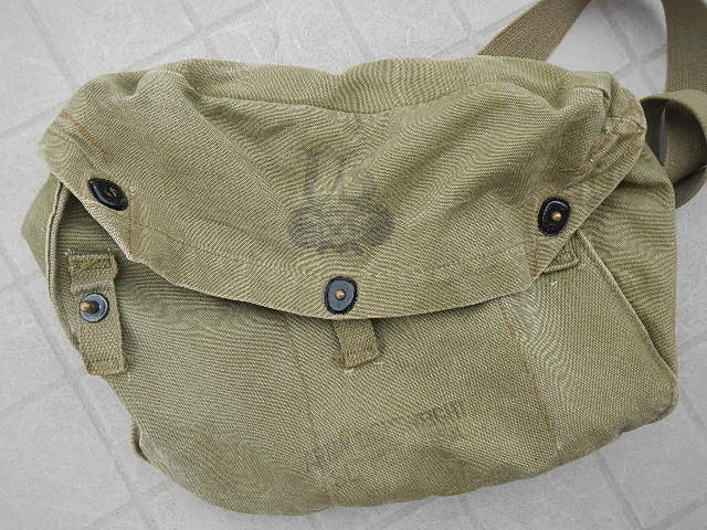 WWII Gas mask bag Old_ba20