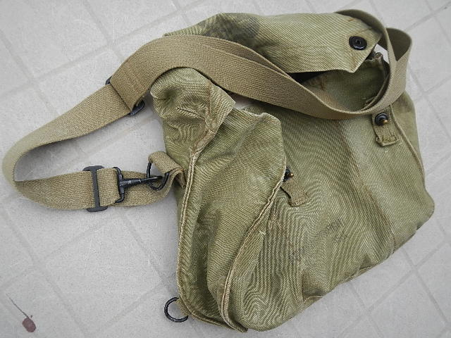 WWII Gas mask bag Old_ba24