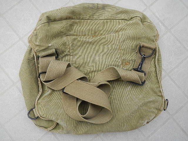 WWII Gas mask bag Old_ba25