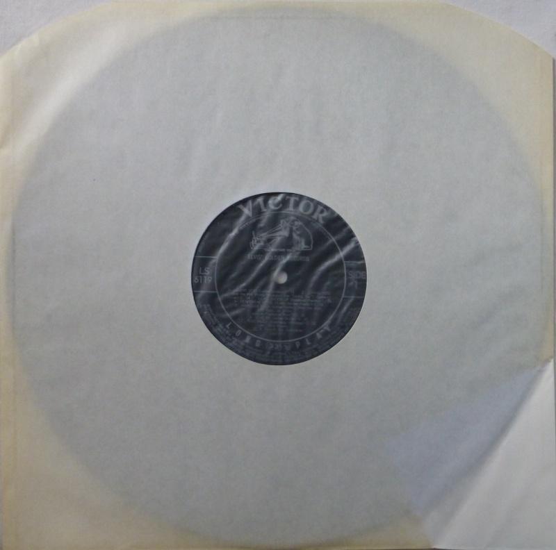 ELVIS`GOLDEN RECORDS P1030913