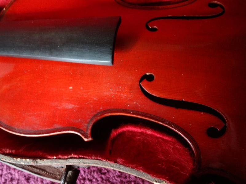 Coucou question pour les connaisseurs en violon Dsc02113