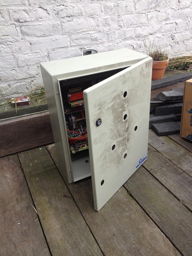 Donne armoire éléectrique 400x500x200 Img_0610