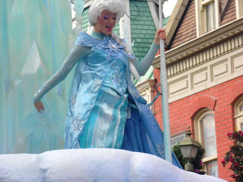 Vos photos avec les Personnages Disney - Page 4 Parade17