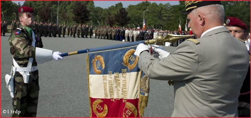 Deuxième croix de la valeur militaire sur l'étendard du 13ème RDP obtenue sur le théâtre d'opérations Afghan 13e_rd10