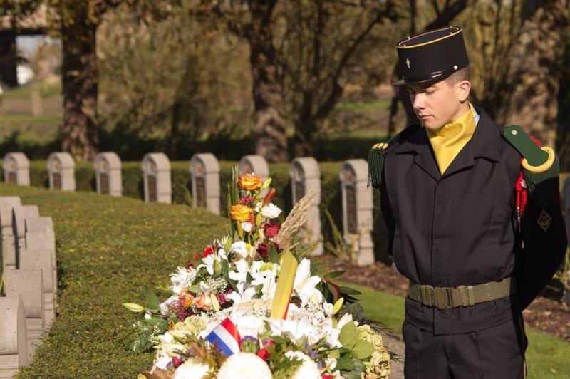 _ Cérémonie à Ramscapelle. (Unités belges et françaises) 52412910
