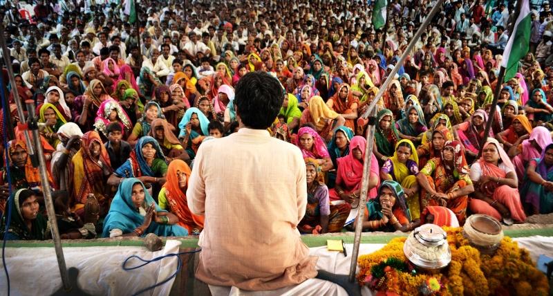 14 MILLIONS DE SANS-TERRES INDIENS MARCHENT DERRIÈRE LE NOUVEAU GANDHI 172