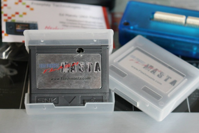 [VDS] Lot NeoGeo Pocket Color + 17 Jeux + Linker Flashmasta + 2 cartouches vierges pour flasher ces jeux (2/cartouches) 01710
