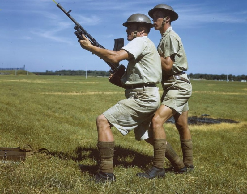 Hong Kong Royal Rifles/ Winnipeg Grenadiers uniforms E0107710