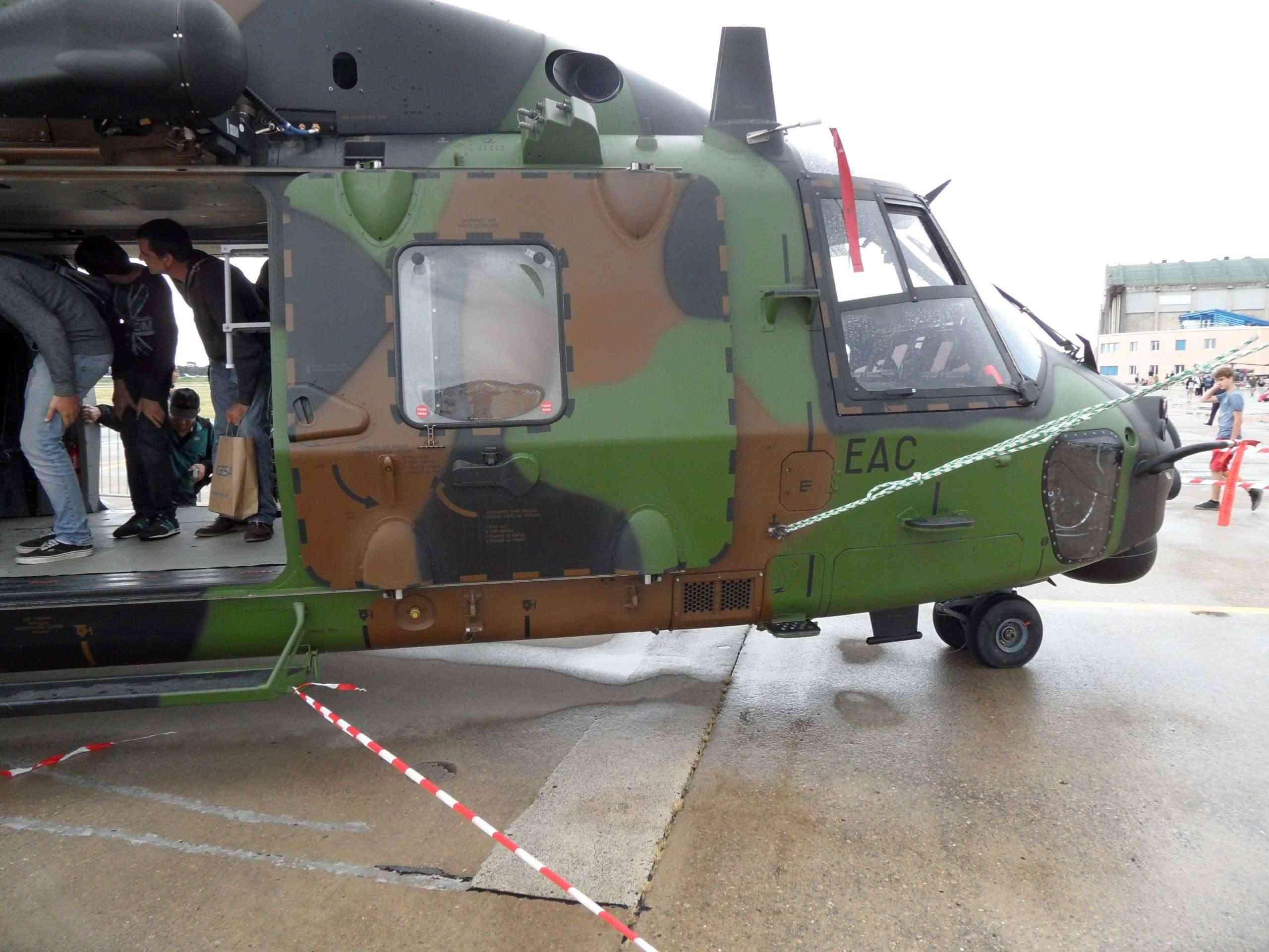 [Aéronavale divers] Hélico NH90 - Page 4 Sam_1312
