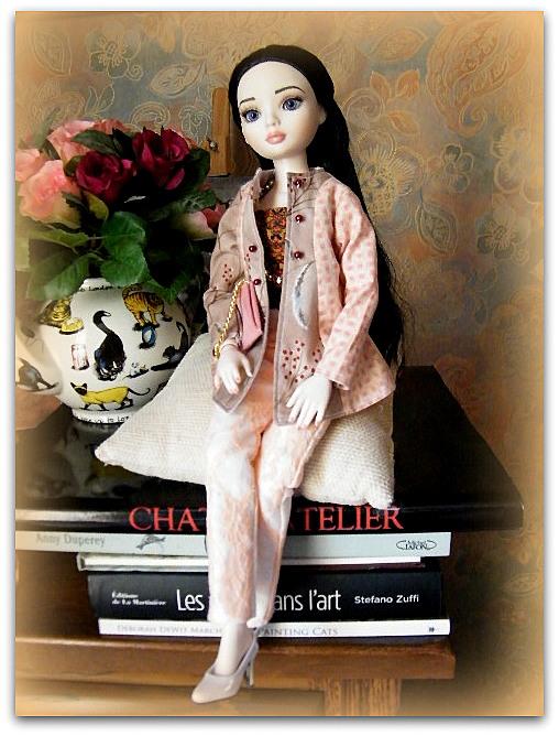 Mes poupées Ellowyne Wilde. De nouvelles photos postées régulièrement. - Page 7 01027
