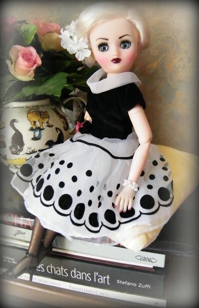 """Poupée américaine Rini """"Elegance"""" de chez Horsman. - Page 2 016-0012"""