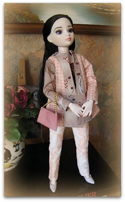 Mes poupées Ellowyne Wilde. De nouvelles photos postées régulièrement. - Page 7 016-0013