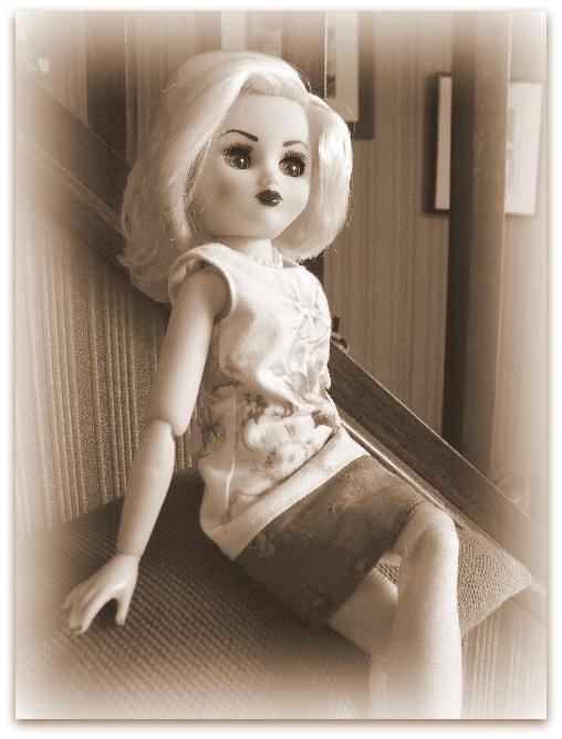 """Poupée américaine Rini """"Elegance"""" de chez Horsman. - Page 2 022-0010"""