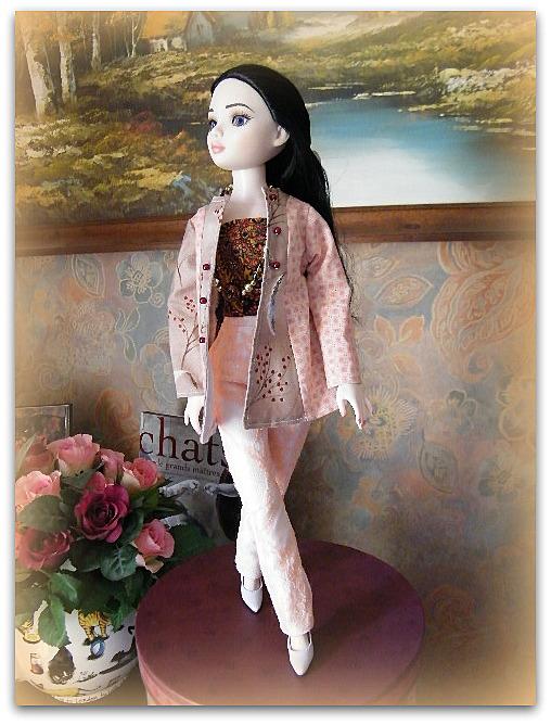 Mes poupées Ellowyne Wilde. De nouvelles photos postées régulièrement. - Page 7 02417