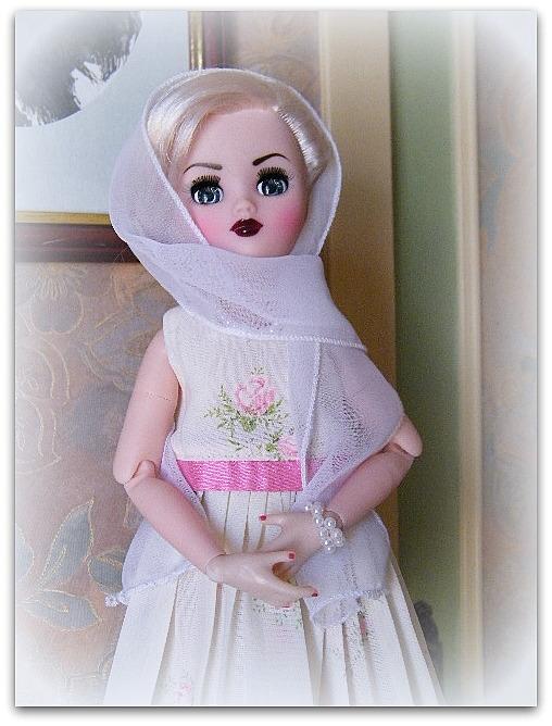 """Poupée américaine Rini """"Elegance"""" de chez Horsman. - Page 2 03812"""