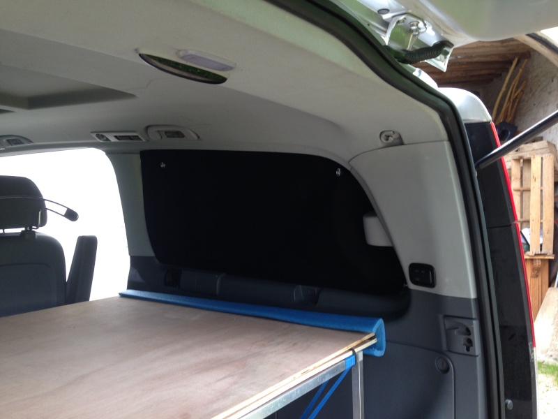 aménagement viano, électricité, lit et meuble cuisine. Img_3424