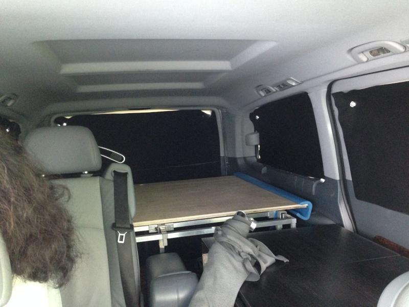 aménagement viano, électricité, lit et meuble cuisine. Img_3425