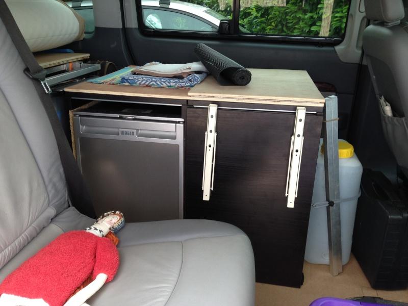 aménagement viano, électricité, lit et meuble cuisine. Img_3611