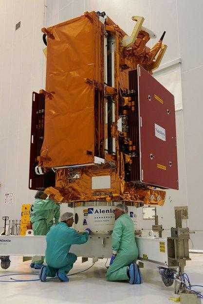 Soyouz ST-A VS14 (Sentinel-1B + Microscope) - 25.4.2016 Sentin10
