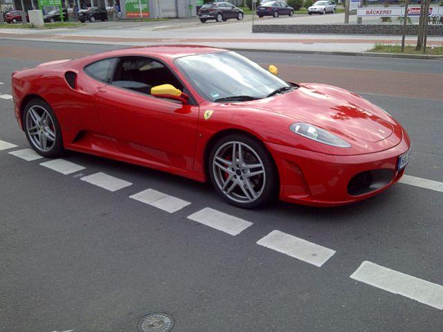 Neulich am Parkstreifen... Ferrari im Doppelpack!  1011