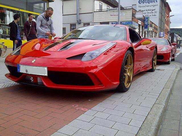Neulich am Parkstreifen... Ferrari im Doppelpack!  125