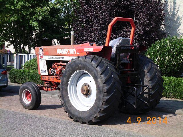 "Traktor International 1066 Farmall ""Angry Betty"" - Schnappschuss in Viersen 364"