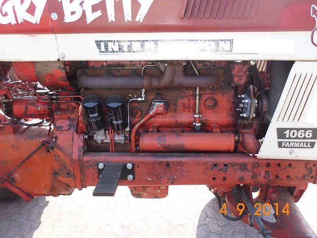 "Traktor International 1066 Farmall ""Angry Betty"" - Schnappschuss in Viersen 637"