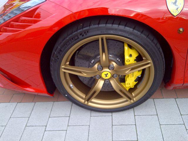 Neulich am Parkstreifen... Ferrari im Doppelpack!  716