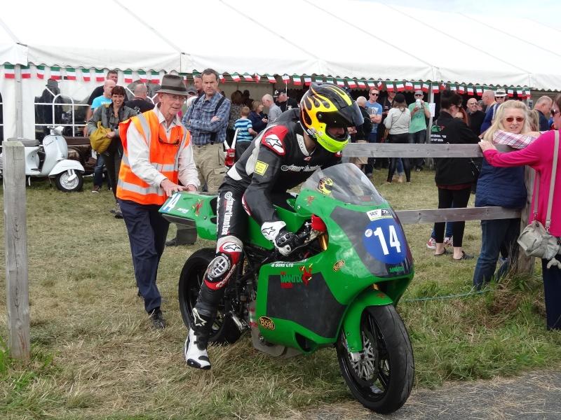 [Road Racing] Classic TT 2014 - Page 2 Dsc04113