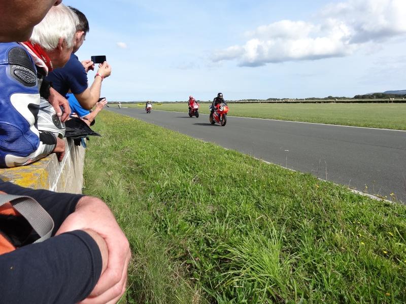 [Road Racing] Classic TT 2014 - Page 2 Dsc04115
